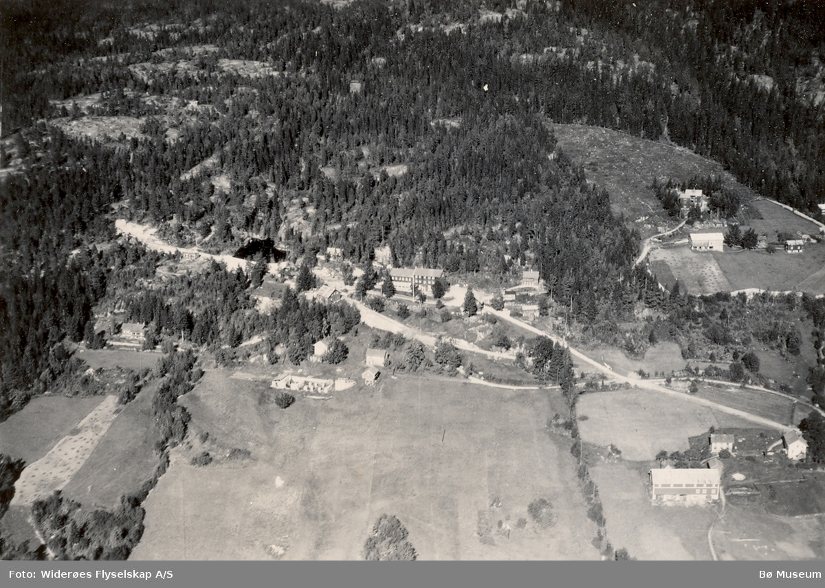 Flyfoto av Lifjell hotell