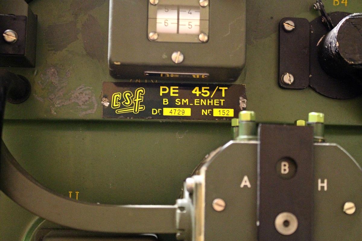 Data: Avstånd (Av) Mst – mål300 – 11 400 m Bäring (Bä) Mst – Mål0 – 6300 streck Höjdvinkel- 10o - +90o Horisontalfart0 – 430 m/sek Vertikalfart- 430 - +240 m/sek Skjuttid0,2 – 11,5 sek Uppsättning-10o - +90o Parallax i X-led och Y-led± 570 m Parallax i Z-led± 105 m, Vindstyrka i X- och Y-led± 32 m/sek Temperatur- 25o - +35o ?Vo± 100 m/sek Observationskorrektion höjdvinkel± 30 streck Observationskorrektion  sidvinkel± 30 streck Observationskorrektion längd± 950 m Underhållsvänlig3-4 på 5-gradig skala