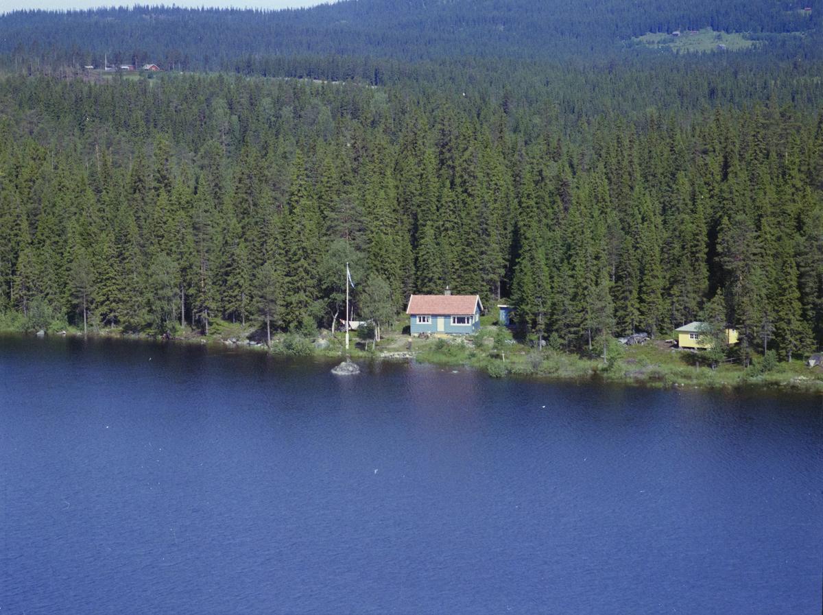 Nord Mesna, Gudbrandsens hytte, vann, vatn, innsjø, skog, bygninger, hytte,