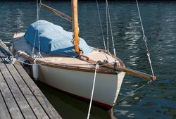 Segelbåt av typ Uttern, fotograferad i Karlskrona