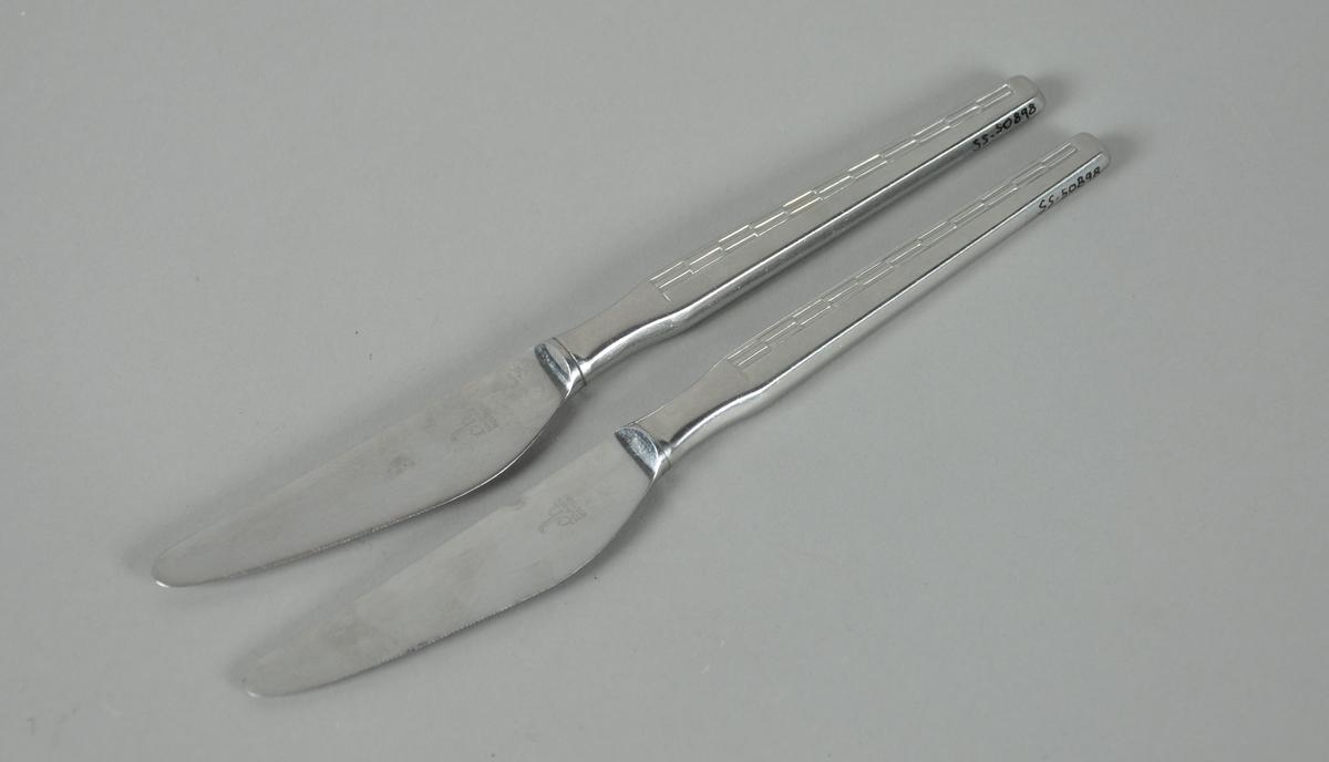 To bordkniver med rektangulære mønster på håndtak.