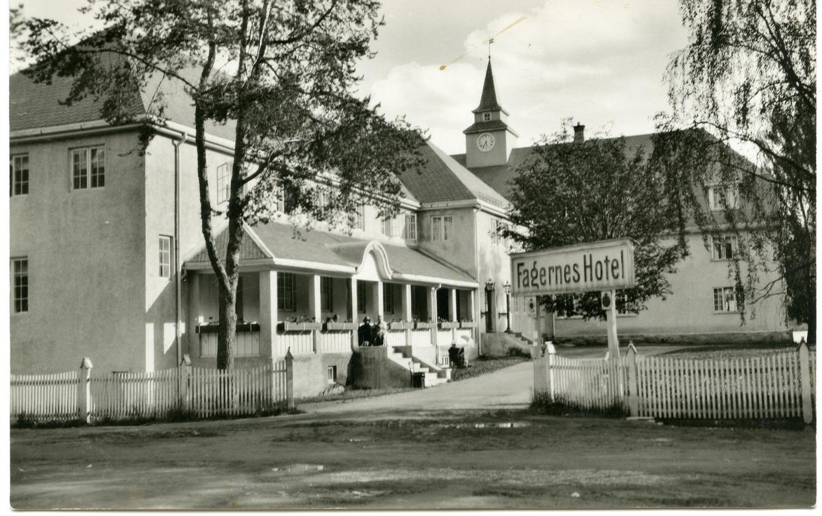 Postkort med motiv av Fagernes Hotell, før brannen i 1946.