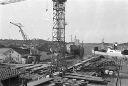 Ekensbergs varv 1970; i bakgrunden lastmotorfartygen HEIMATL