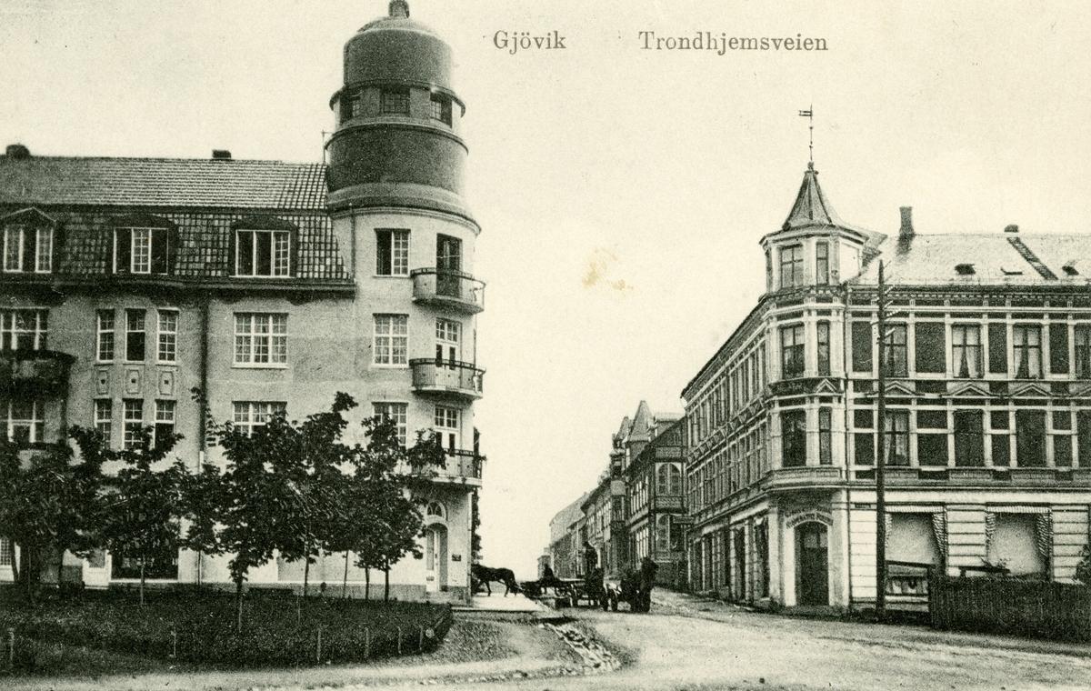 Postkort med motiv fra Trondhjemsvegen på Gjøvik. Sendt 03.12.2013.