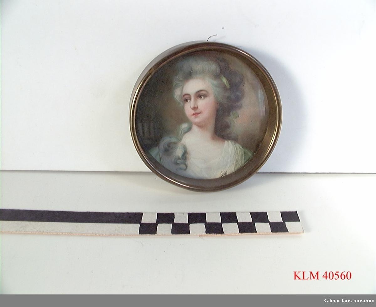 KLM 40560 Tavla, tryck på papper. I rund metallram. Kvinnoporträtt.