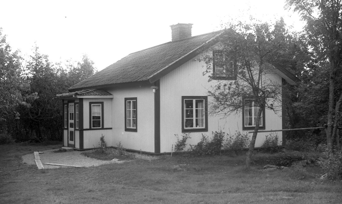Östra Hästbo. Carl Leonard Andersson och Hustru Emma född Pettersson. Nuvarande ägare Magnus Lindén