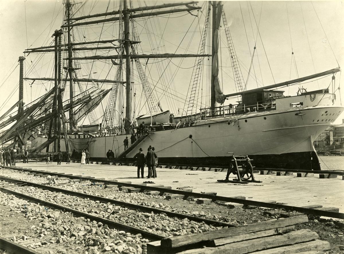 Bark 'Amasis' (ex norsk 'Saxon')(b.1893, Russell & Co., Pt. Glasgow, Skottland), - i Sidney.