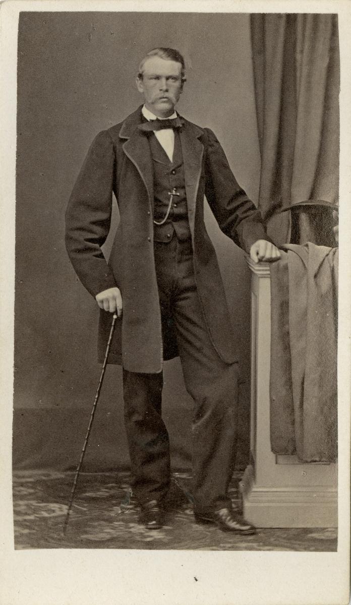 Porträtt av Anton Fredrik Cronstedt, kapten vid Marinregementet.