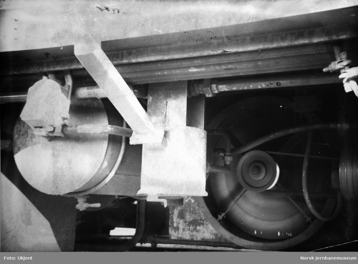 Motorvogn Bmdo 86.21 - filterhuset med rørforgrening til kompressor 1 (høyre) og kompressor 2 (venst