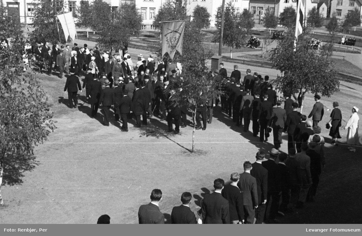Borgertog og talere på torget under Levangerdagene i 1936.