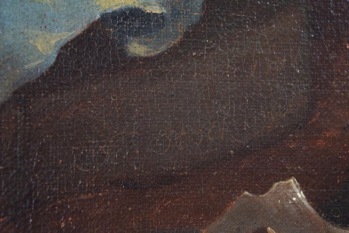 Jesus i rødt og hvitt sittende til venstre for en brønn. Til høyre for den står en kvinne i blått med rødt hodetørkle. Mellom dem rødbrun (kobber?) vannkrukke. Krukkeskår til høyre. I mellomgrunnen fire menn til venstre og trær til høyre. Bak til høyre ligger en by foran et fjell.