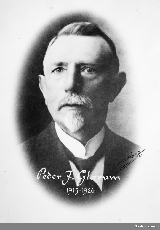 Portrett av Peder J. Glærum. Trolig ansatt ved Norges Bank i Kristiansund fra 1915-1926. Fra Nordmøre museums fotosamlinger.