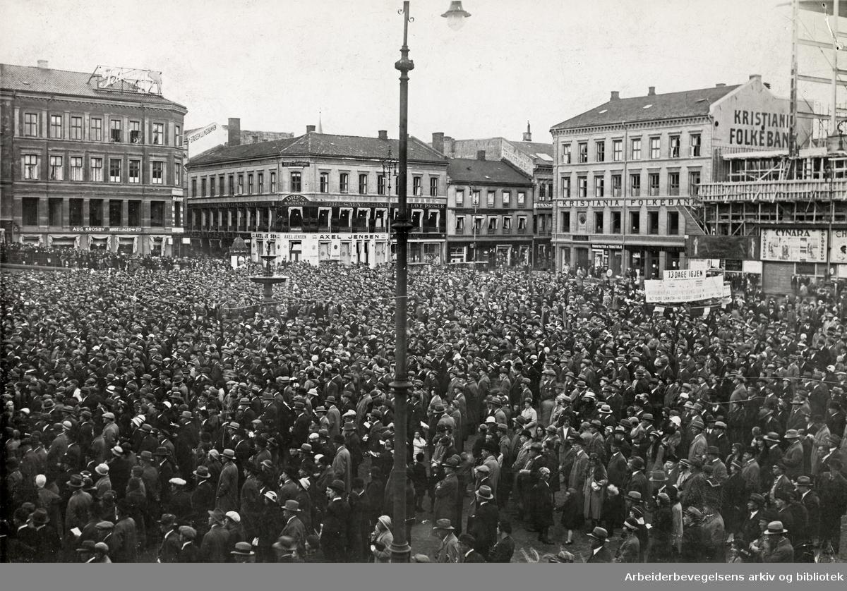 Demonstrasjon på Youngstorget 17. september 1933, i forbindelse med stortingsvalget 1933.