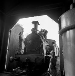 Overrekkelse av damplokomotiv. Gnistfangeren settes på før t