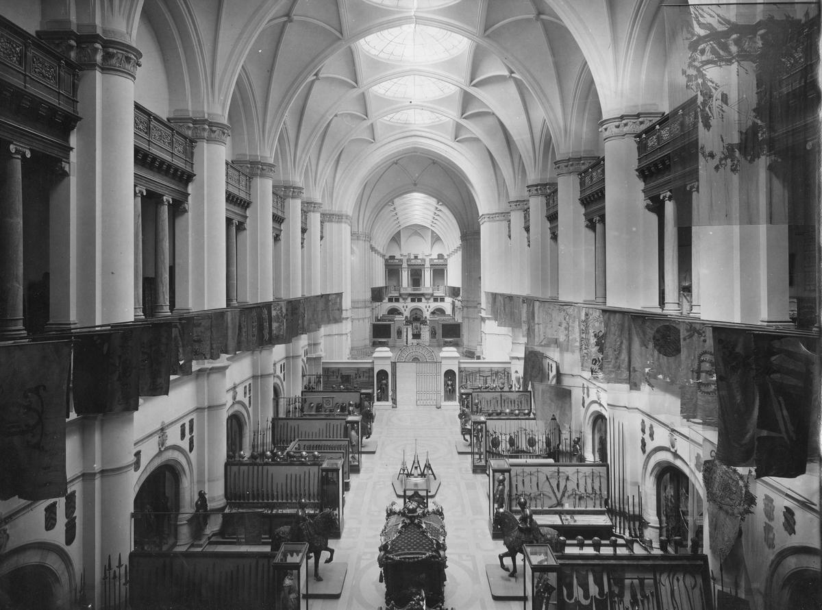 Livrustkammaren inhyst i Nordiska museets centralhall.