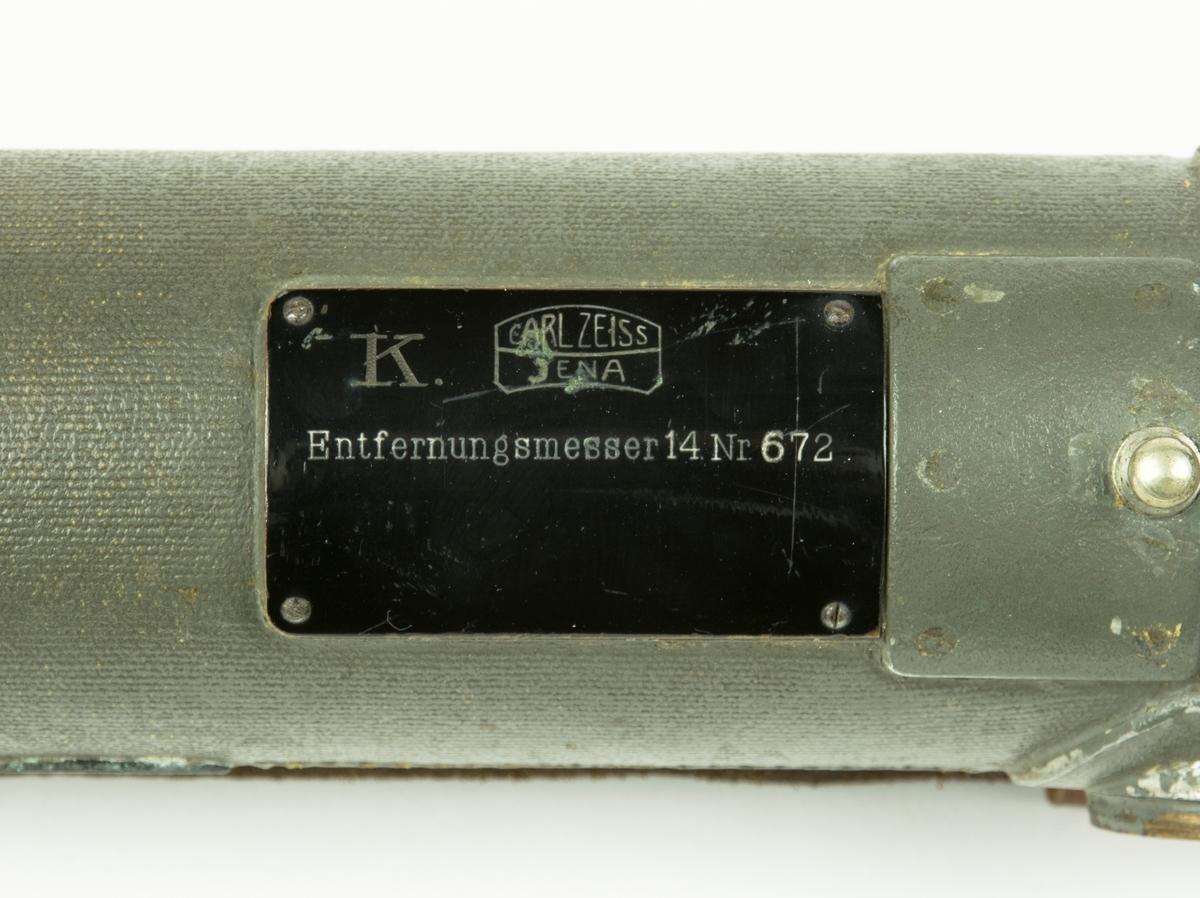 Entfernungsmesser 14. Avståndsmätare med tillhörande fodral med bärremmar.