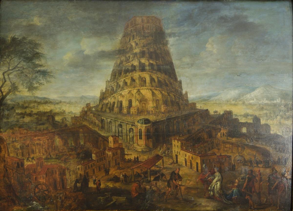 """Uferdig tårn på kvadratisk """"sokkel"""". Bebyggelse rundt. Mennesker som driver med forskjellige aktiviteter. Til venstre et tre og en vanmølle. I bakgrunnen en dal bak tårnet og fjell. Skyer, delvis foran tårnet."""
