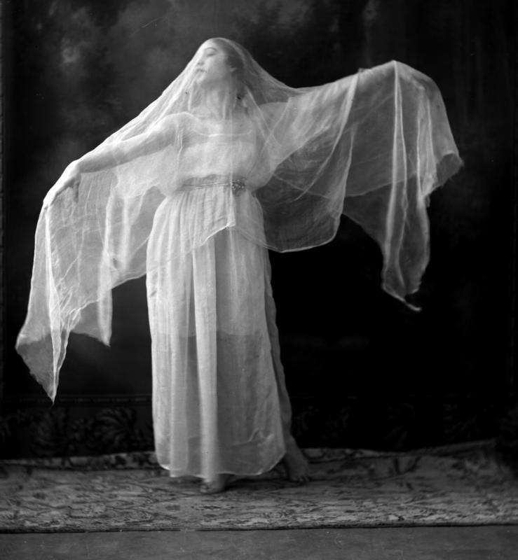 Portrett kvinne danser