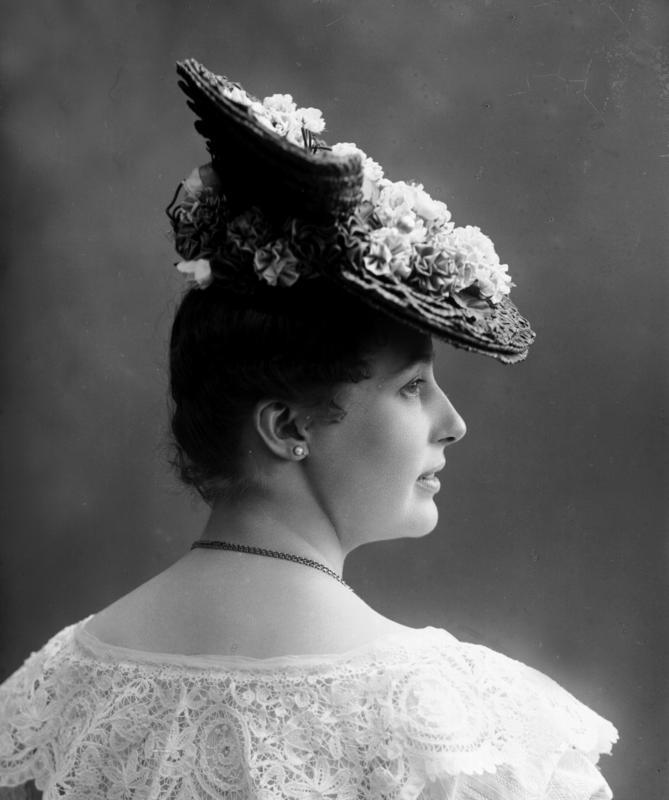 Portrett kvinne med hatt