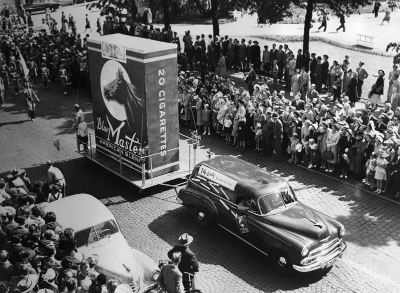 """Oslo-dagen"" 14. juni 1952. Reklame for Blue Master sigaretter."