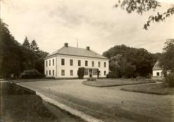 Ottenby kungsgård är en herrgård i Mörbylånga kommun. Otten
