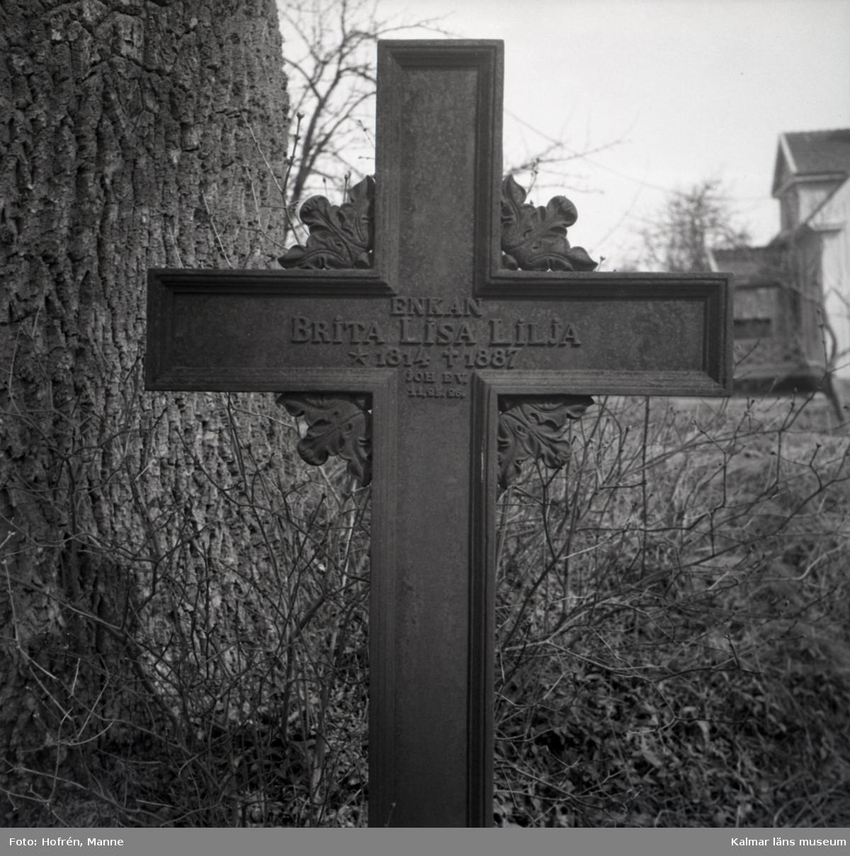 Gravkors av gjutjärn 1887. På Hossmos kyrkogård.