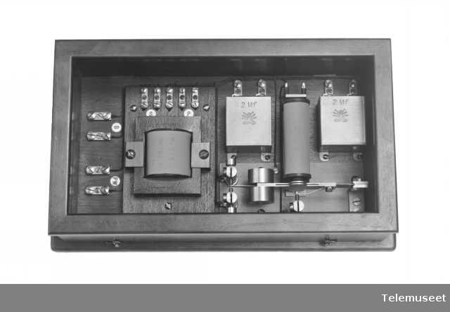 Telefonutstyr, polveksler, med transformator. 2.6.13. Elektrisk Bureau.