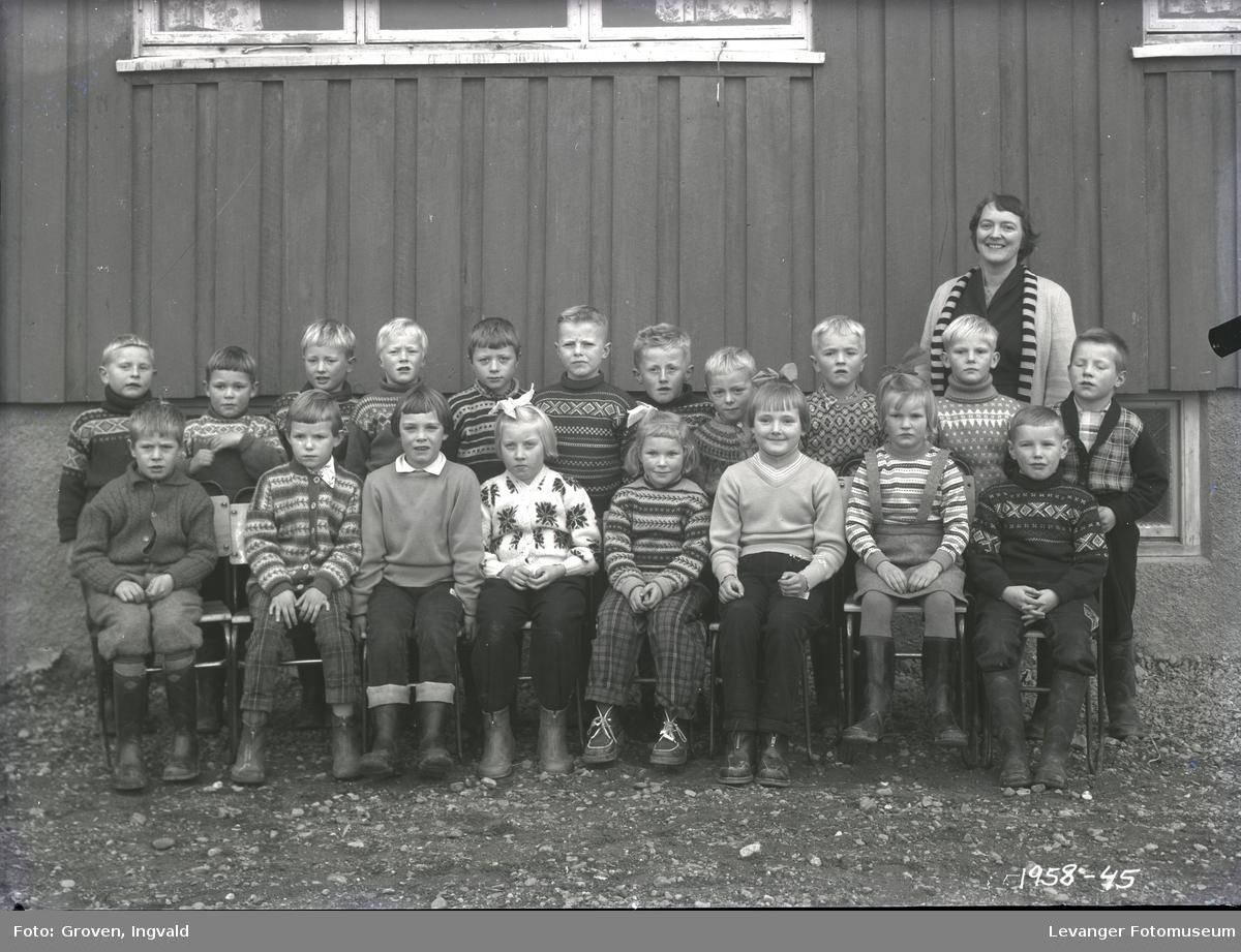 Skolebilde fra folkeskole. Skole i Overhalla.