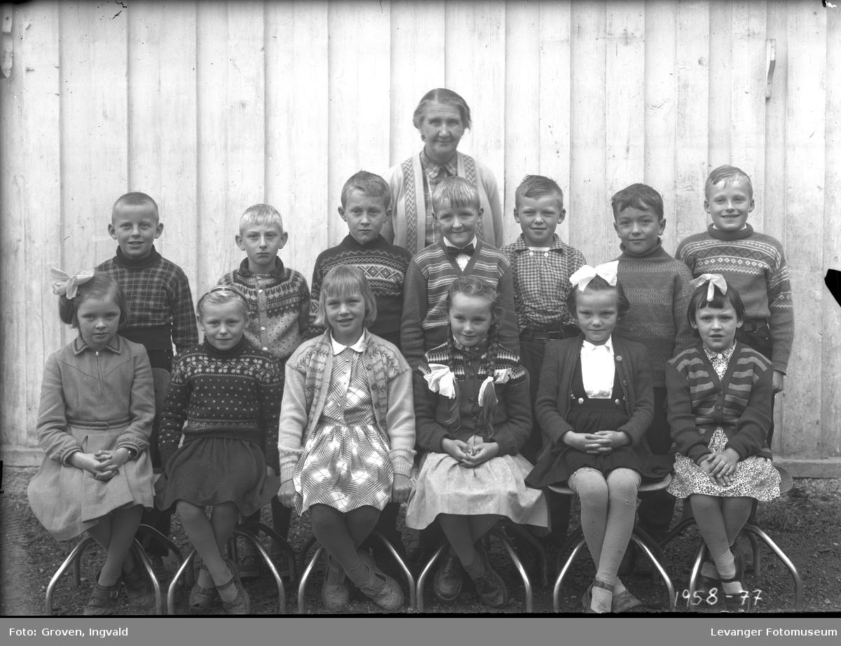 Skolebilde fra folkeskole, fra Haukå og Volhaugen skolekrets..