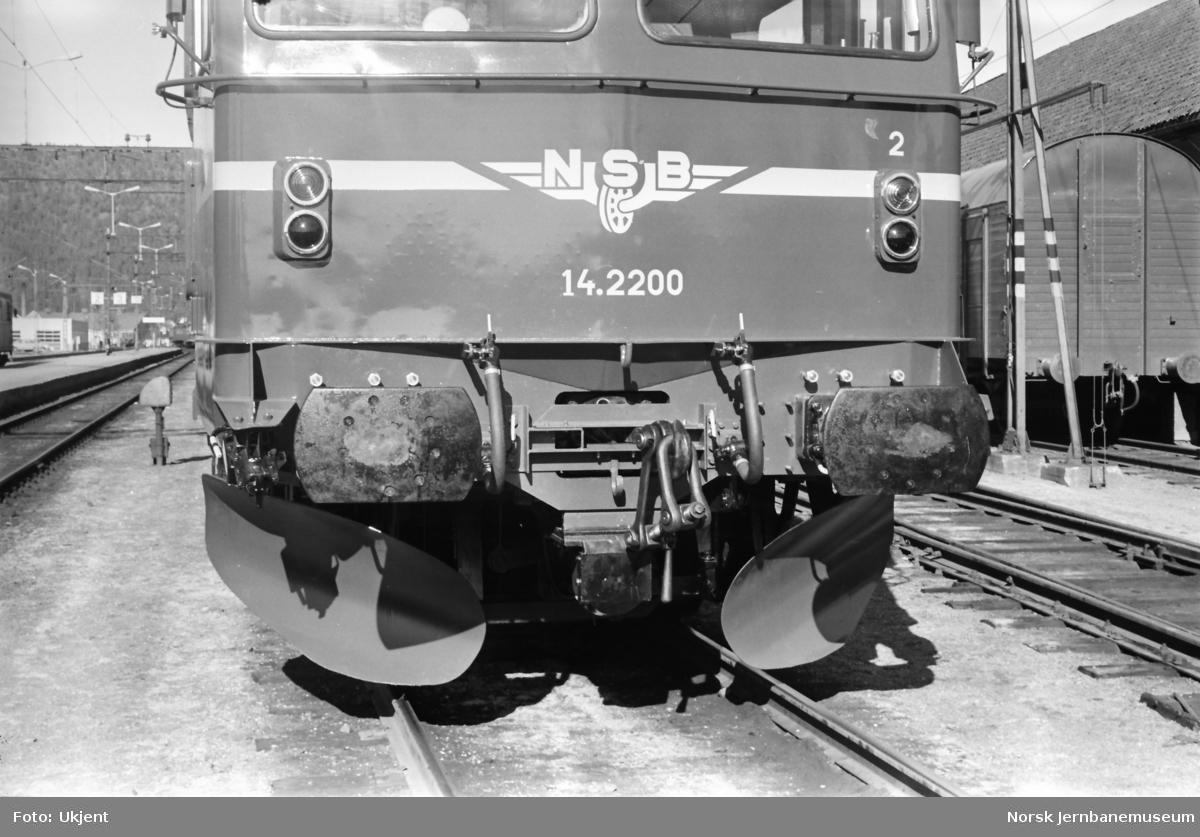 Nytt elektrisk lokomotiv El 14 2200, forberedt for sentralkobbel
