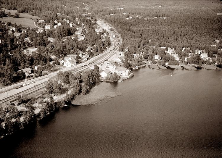 Bildtext: Nykyrka socken. Vy över Mullsjö 1956.