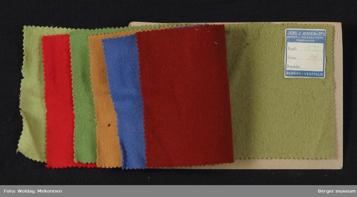 Prøvebok med 7 prøver. Kval. 4535 Draktstoff Stykkfarget