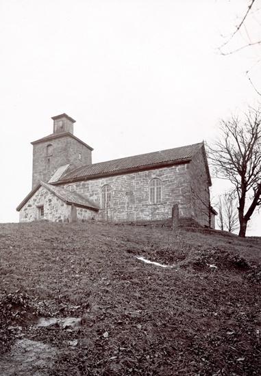Gösslunda sn. Kyrkan, exteriör från sydost.