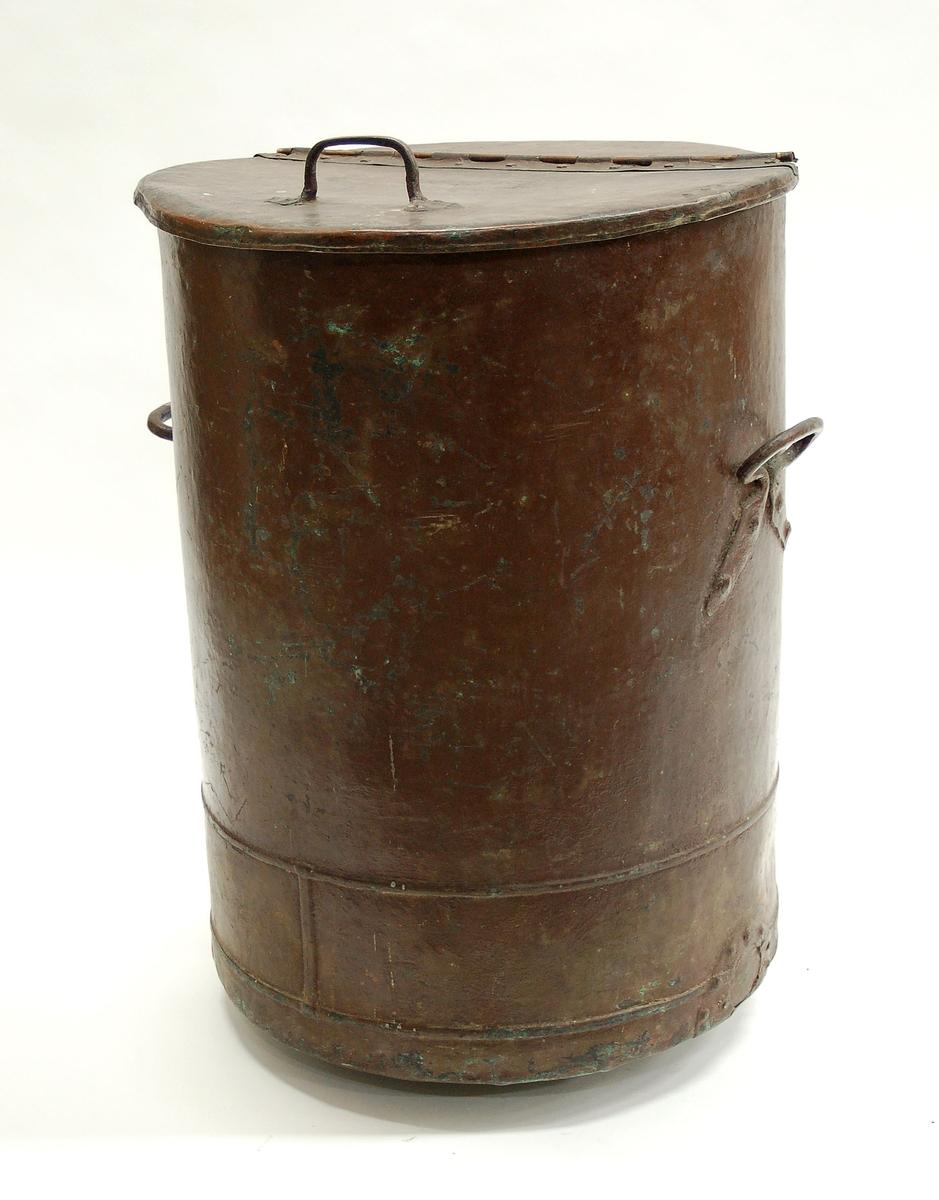 Acc. kat: Tunna, koppar. Lock och handtag. Från 1800-talets senare del.