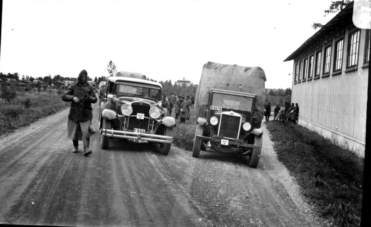 Person- och lastbil. Marsch från Gästrikland.