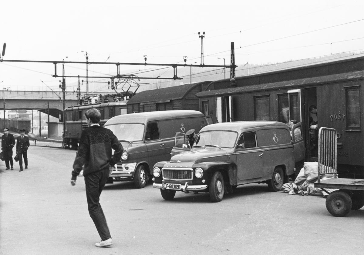 transport, tog, eksteriør, Oslo-Drammen-Hønefoss, postbiler, postsekker