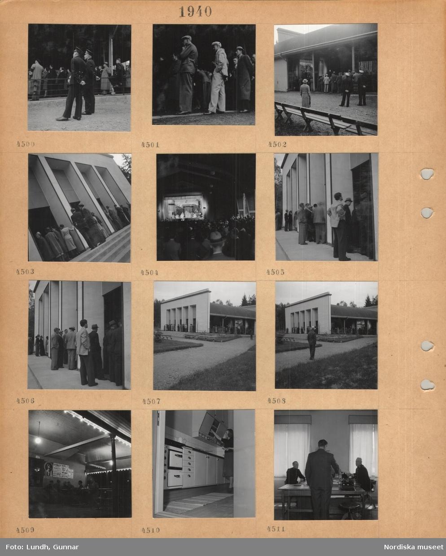 Motiv: Folksamling, uniformerade vakter, åskådare vid teaterföreställning under tak med öppna väggar, park med bänkar, affischer, servering, kvinna i köksinteriör, män i uniform vid skrivbord, stående man i kostym, skrivmaskin.
