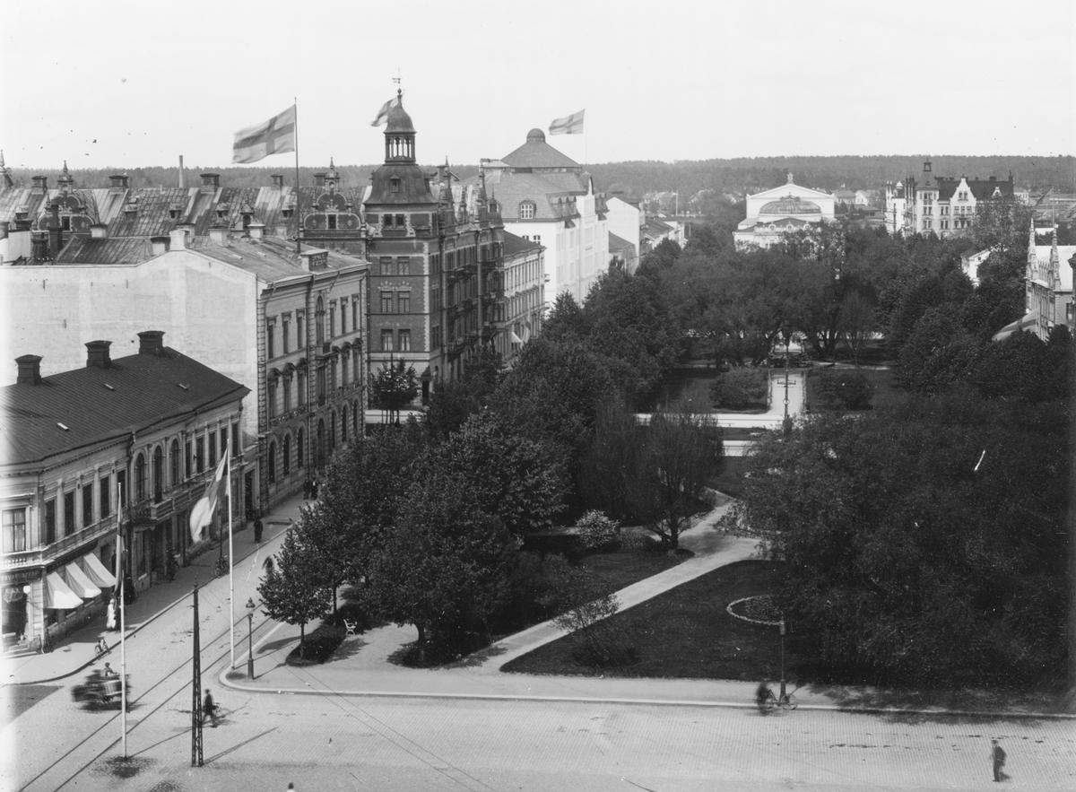 Gävle stad – Norr, Esplanaden. Esplanaden, fotograferad från Rådhuset. I bakgrunden Teatern.
