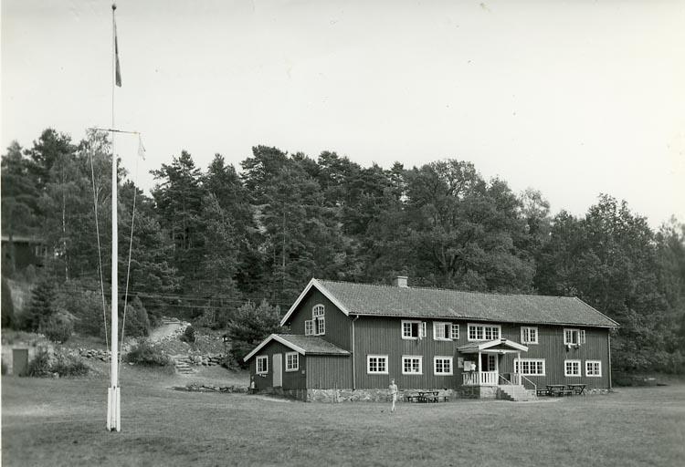 """Enligt Bengt Lundins noteringar: """"Sparrevikens huvudbyggnaden""""."""