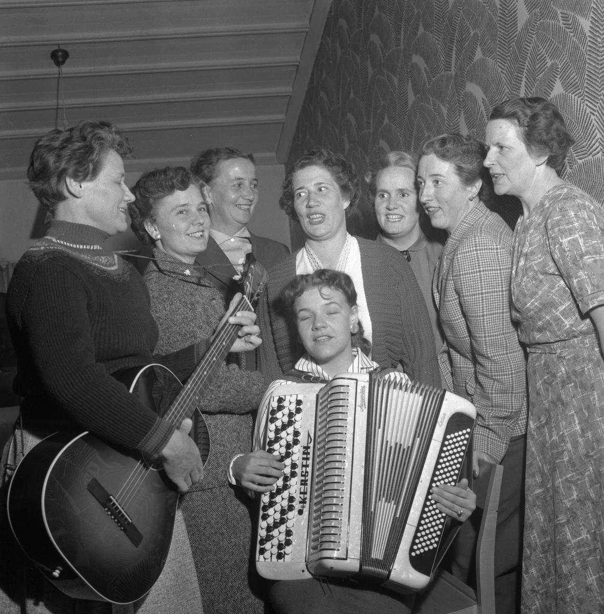 AGF-husmödrar. Maj 1956.