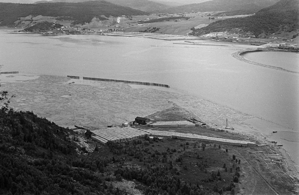 Mosjøen sett fra Øyfjellet. Marsøra, tømmerlense, bebyggelse