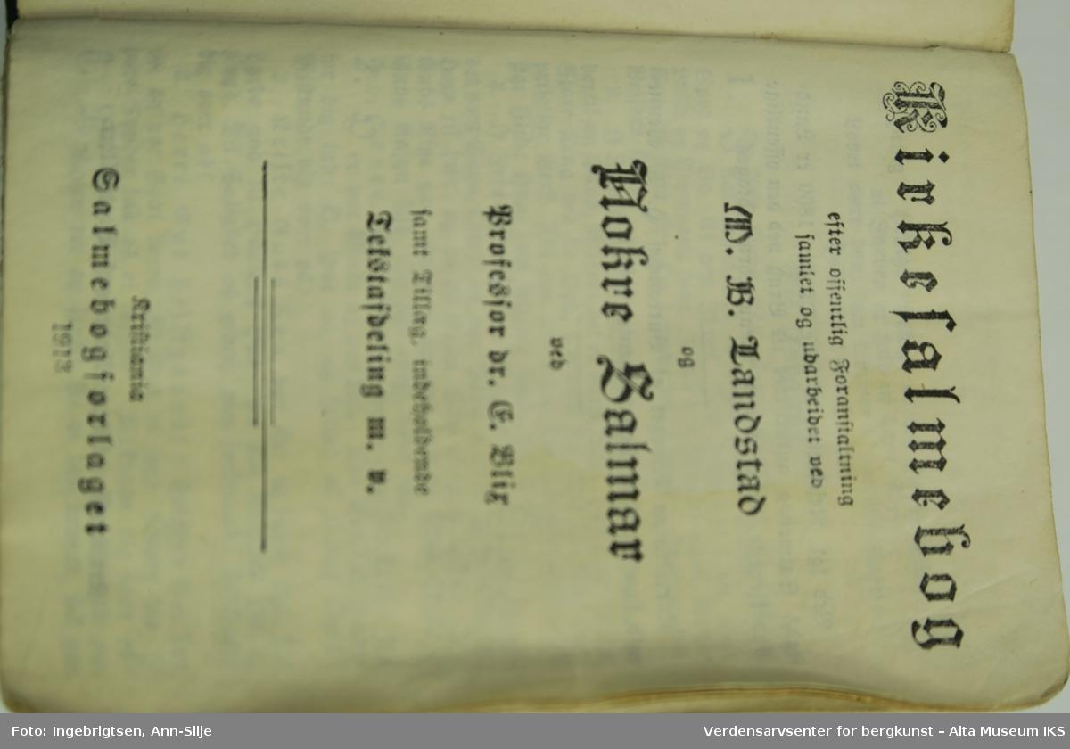 Form: Salmebok i miniformat, trykt med gotiske bokstaver.