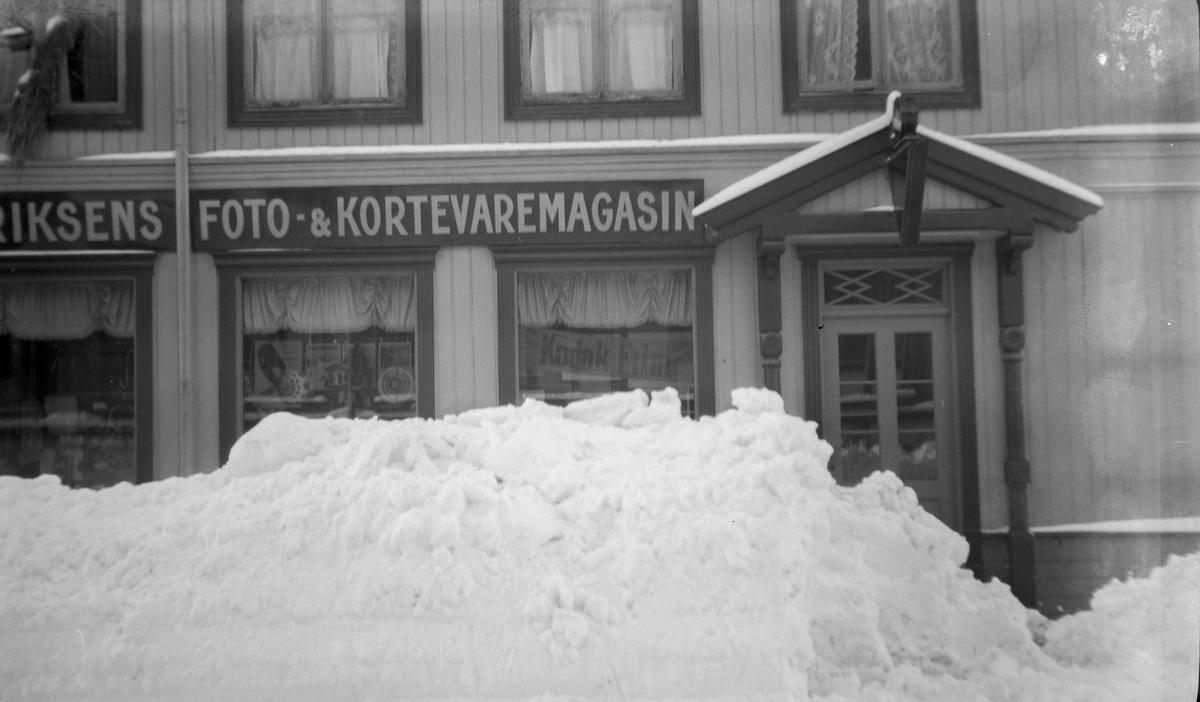 Eriksens Foto- og Kortevaremagasin i Astrupgården i Storgata, Lillehammer.