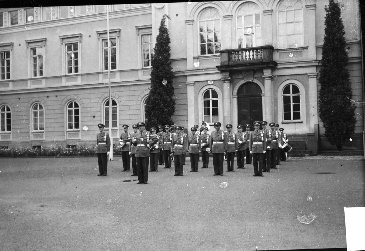Musikkåren, A 6, framför Rådhuset.