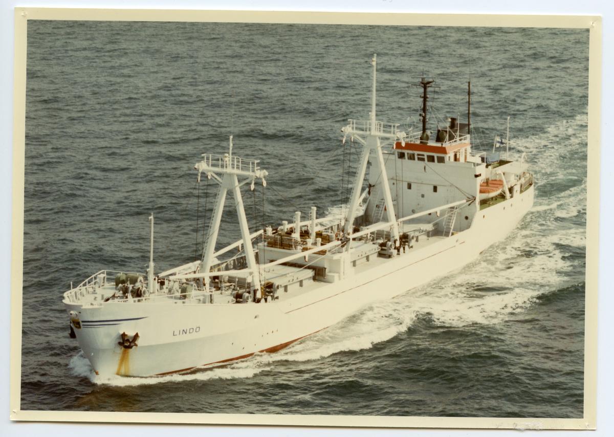 Kylfartyget ms Lindö ägdes av Mariehamns Rederi Ab (Grundat av Gustaf Erikson) 1975 - 1991.
