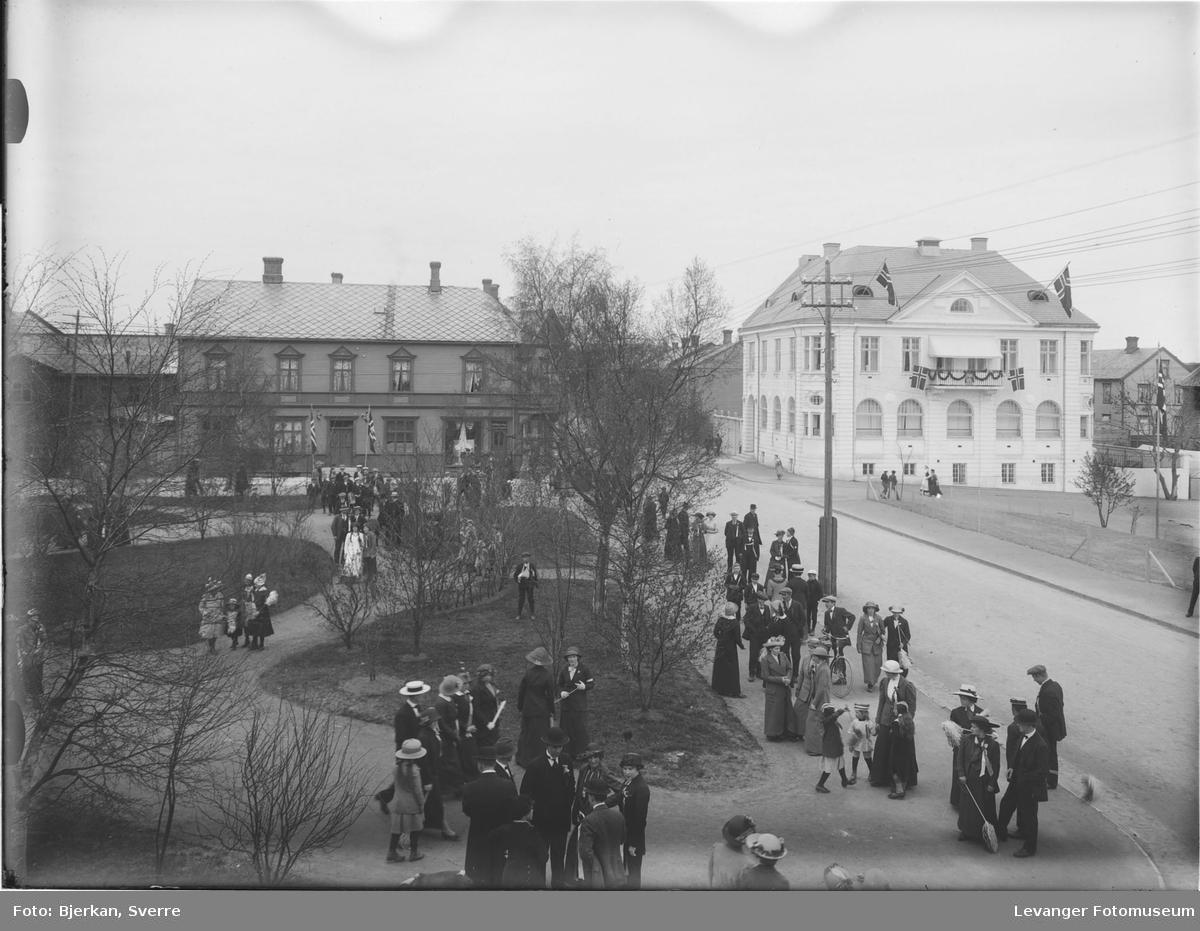 Fra Øverparken  tart fra vinduet på Backlund hotell.