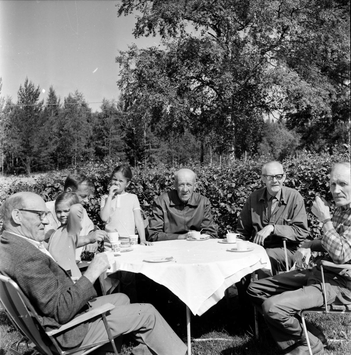 Undersvik, Handlare Edvin Larsson jubilerar, Juli 1973