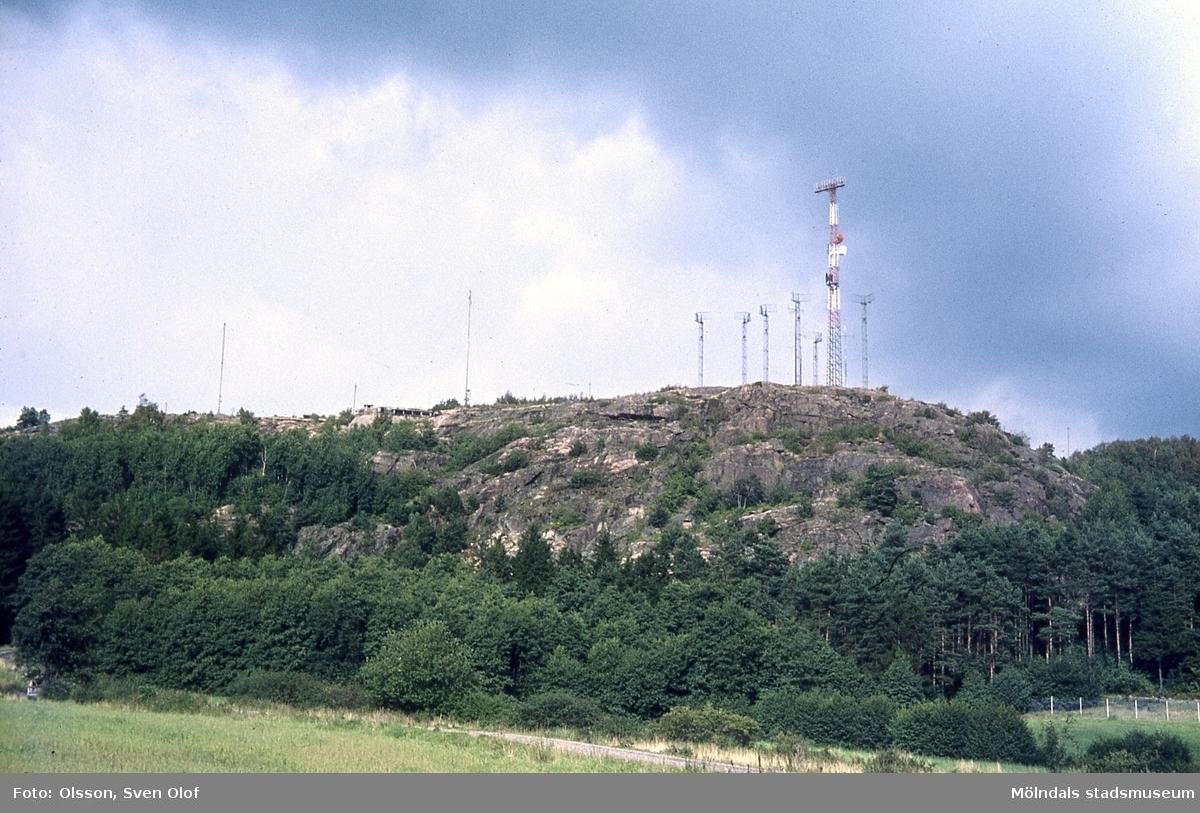 Norra Fässberg med militärberget. Militär anläggning på Västerberget i Mölndal, år 1965.