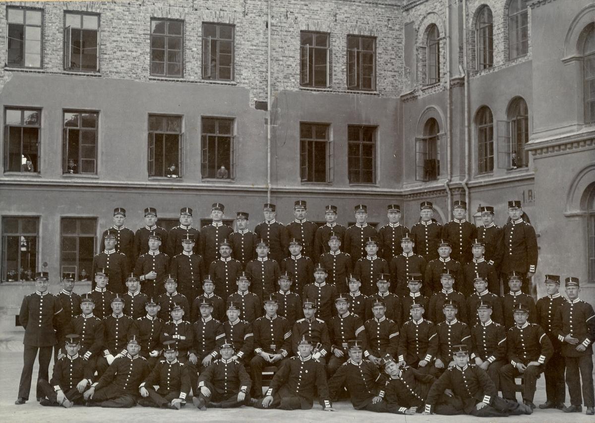 Grupporträtt av beväringsrekryterna vid Svea livgarde I 1, 1905.