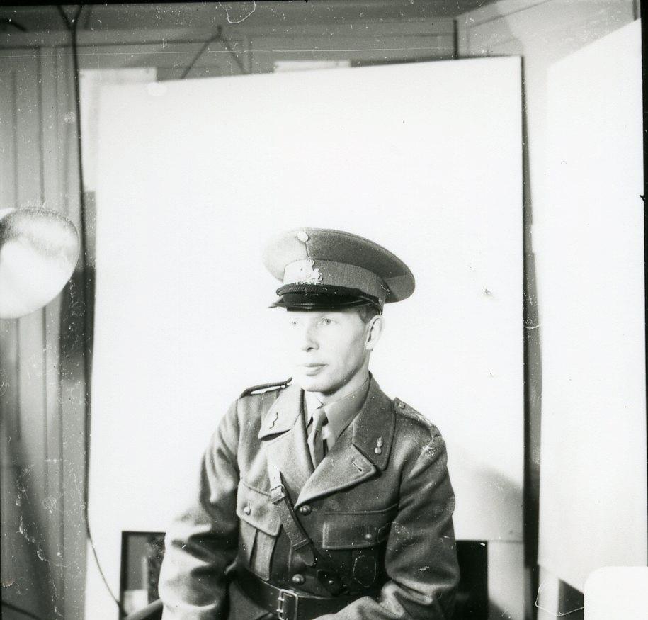 Suneson, sergeant, A 6.